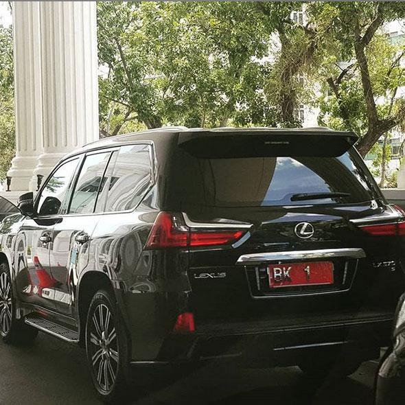 Sewa Mobil Lexus