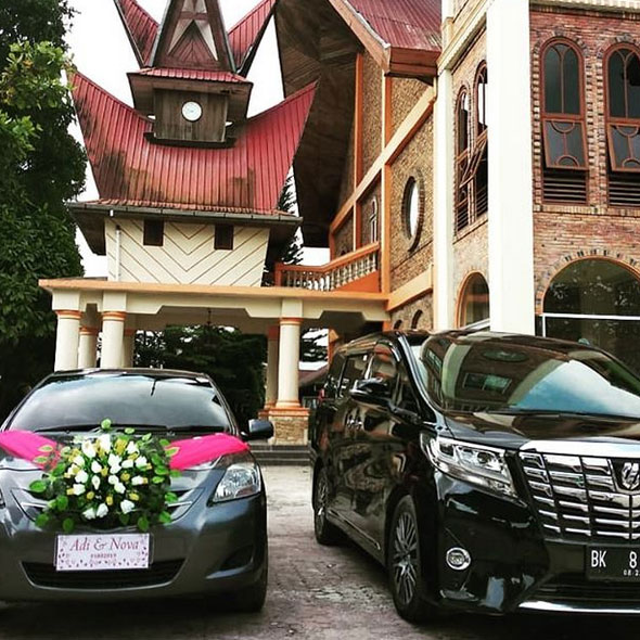 Sewa Mobil Luxury Wedding Car